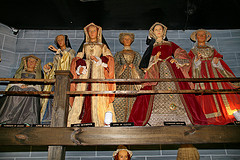 six wives statues